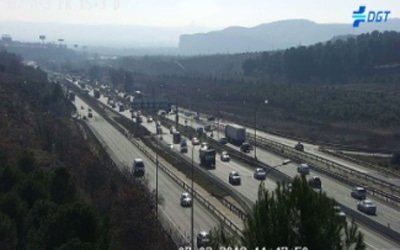 Un accidente entre cinco turismos y un camión, sin heridos, provoca un atasco en la A3