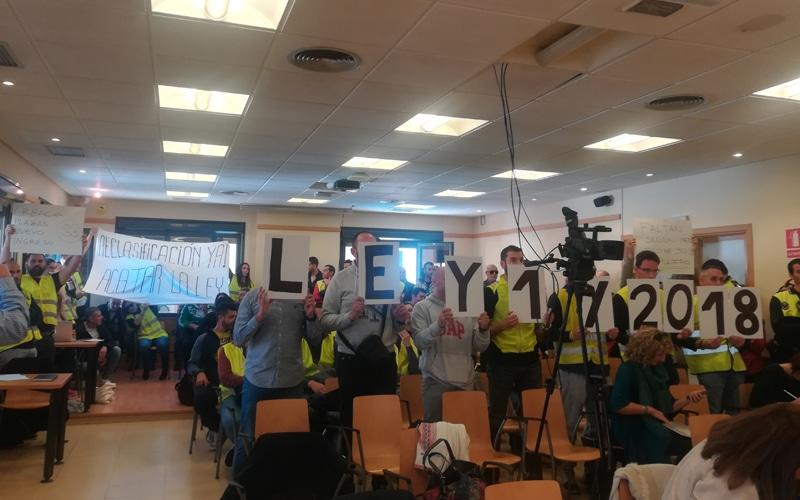 Agentes de la Policía Local de Rivas protestan en el Pleno del mes de febrero