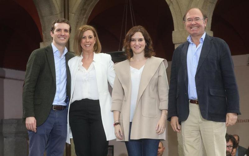 De izquierda a derecha: Pablo Casado, secretario general del PP; Janette Novo, candidata a la Alcaldía de Rivas Vaciamadrid; Isabel Díaz Ayuso, candidata del PP a la Comunidad de Madrid; y Pío García Escudero,