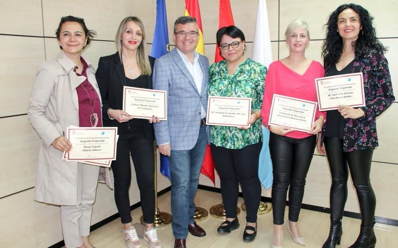 """Premiados en el VI Certamen VI Certamen de Iniciativas Empresariales """"Arganda Emprende"""". Foto: Ayuntamiento de Arganda."""