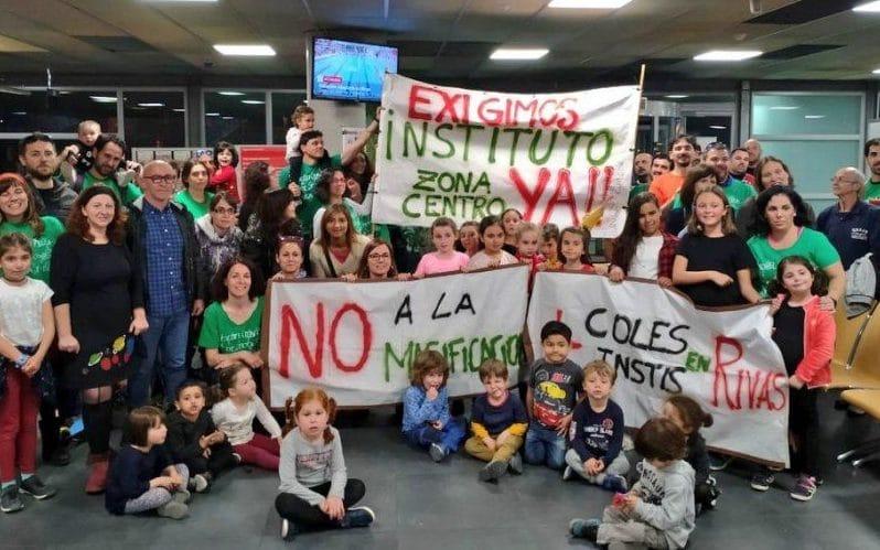 El AMPA del colegio Dulce Chacón se moviliza para evitar que se abran más líneas en el centro