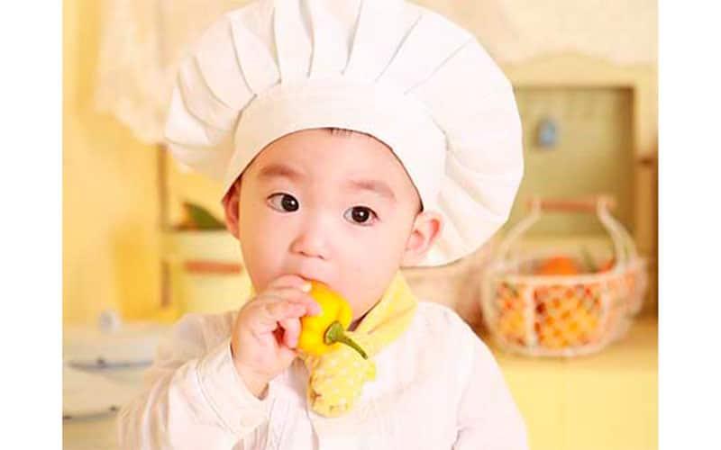 Niño cocinero cocinando cocina