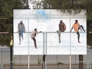 saltar una valla arte urbano rivas