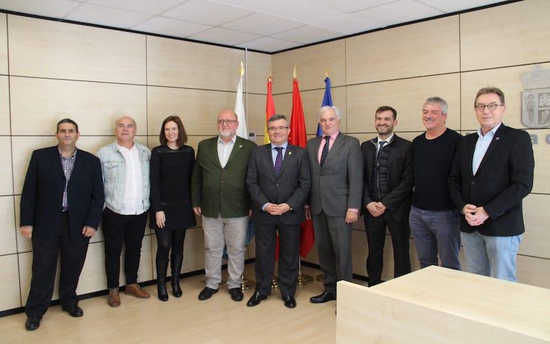 Foto de familia de la firma del Pacto Local por el Desarrollo Económico y el Empleo (foto: Ayuntamiento de Arganda del Rey)