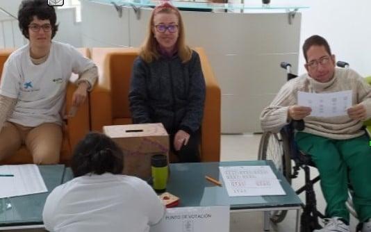 Miembros de Aspadir, en la votación