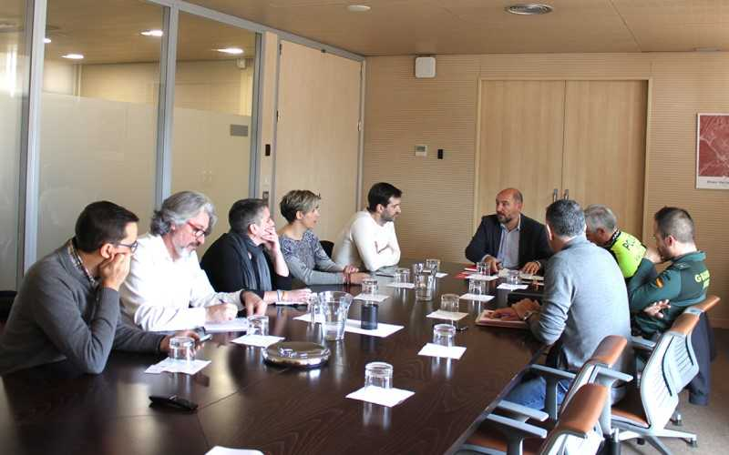 Reunión de ASEARCO y representantes de comercios de Rivas con el Ayuntamiento de Rivas Vaciamadrid, el jefe de la Policía Local y el teniente de la Guardia Civil