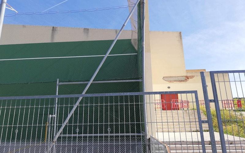 Varios partidos de frontenis, suspendidos por daños en una cubierta del polideportivo Parque del Sureste