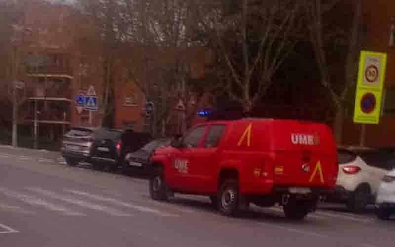 La UME higieniza todas las marquesinas de autobús de Rivas