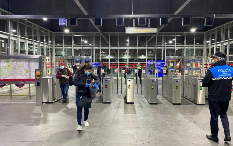 Reparto de mascarillas en el transporte público de Rivas Vaciamadrid