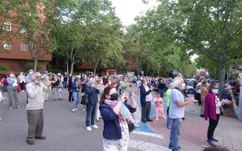 VÍDEO: cientos de vecinos y sanitarios de Rivas claman por una sanidad pública universal y de calidad