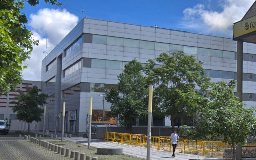 El Ayuntamiento estudia comprar locales en el edificio vacío anexo al Rivas Centro para reubicar allí la Escuela de Música
