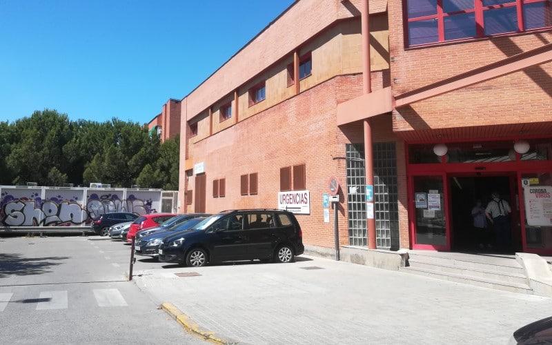 El Centro de Salud La Paz de Rivas sigue sin sombra que alivie las esperas de pacientes al sol