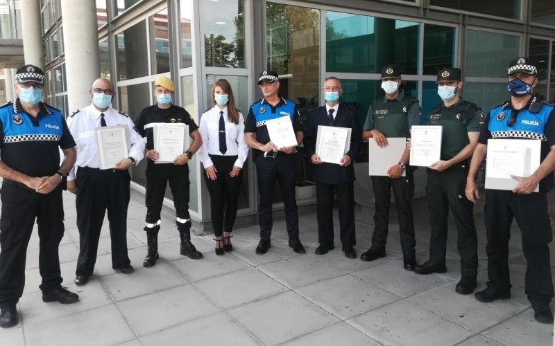 Policía Local de Rivas, Protección Civil, Bomberos y Guardia Civil muestran los diplomas tras el homenaje de este martes