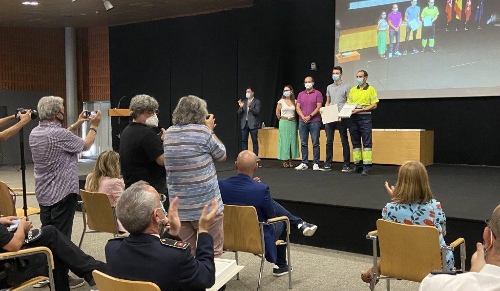 Aída Castillejo entrega el reconocimiento a los servicios municipales de telecomunicaciones