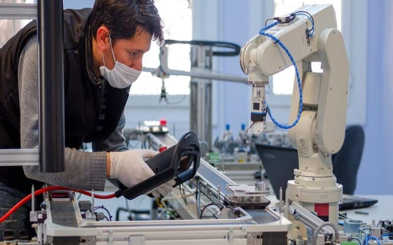 En marcha la línea de avales para autónomos y empresas y el programa 'Reindus'