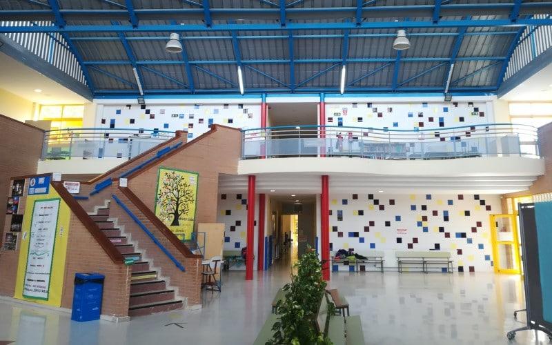 Hall del colegio José Saramago