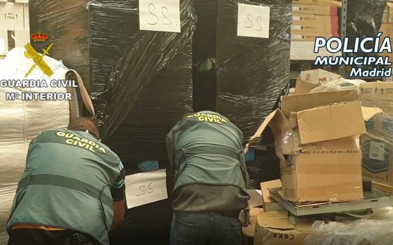 Desarticulada una banda que sustraía mercancía de camiones para venderla en un almacén de Rivas