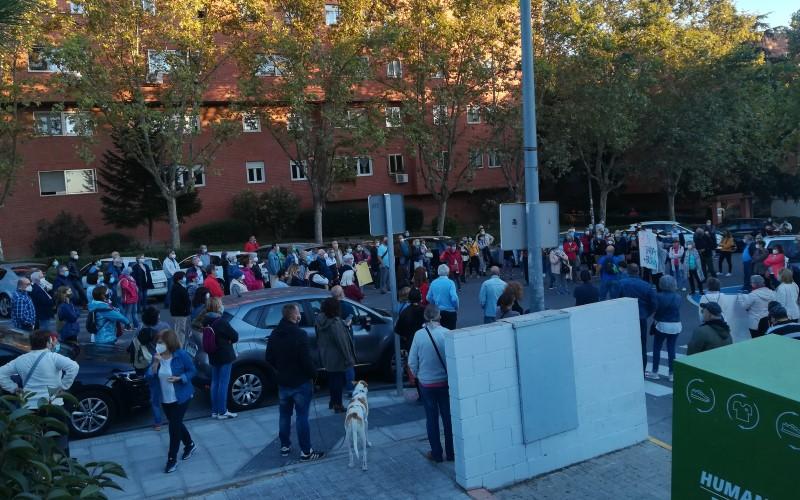 Concentración por la sanidad pública en el Centro de Salud La Paz de Rivas Vaciamadrid, este 12 de octubre