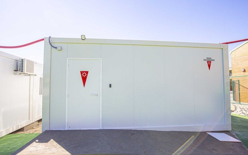 Aula modular instalada junto al colegio José Hierro