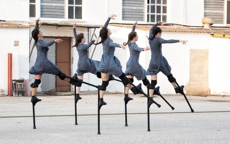 Danza con zancos: 'Mulier'