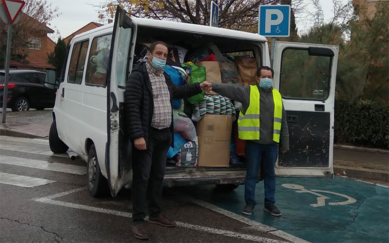 Vecinos por Rivas promueve la donación de catorce furgonetas llenas de comida y enseres a la RRAR