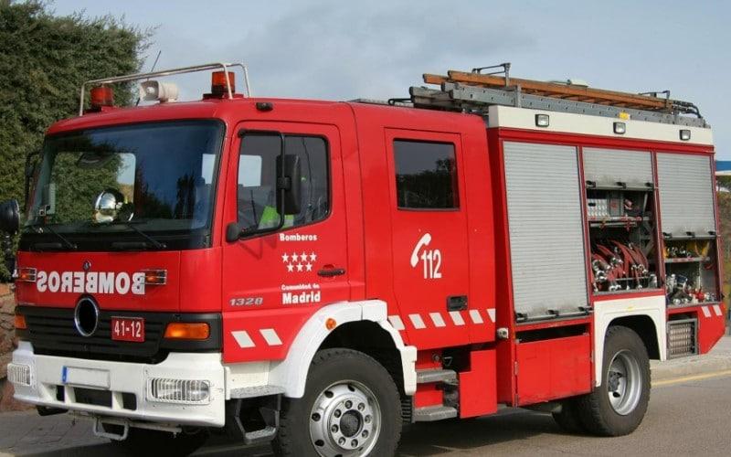 Los bomberos extinguen un incendio en una vivienda de la calle Enrique Granados de Rivas