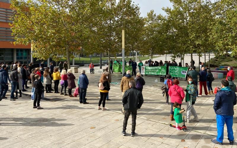 Concentración por la educación pública ante el Ayuntamiento de Rivas Vaciamadrid