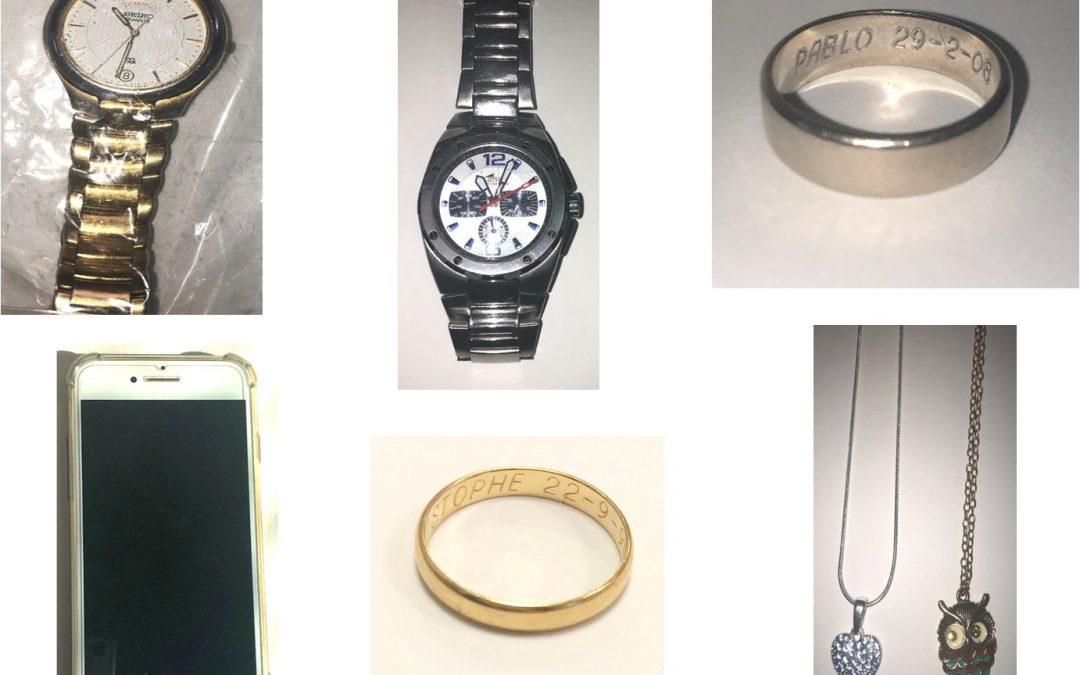 Móviles, anillos, relojes, colgantes… Estos son los objetos perdidos que custodia la Policía de Rivas