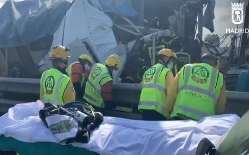 Herido el conductor de una furgoneta en una colisión con un camión en la A3