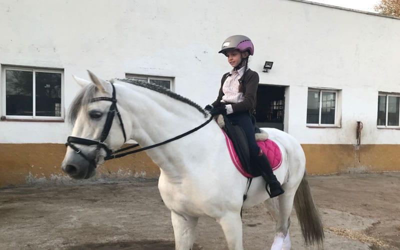 Beba amazona Rivas hípica equitación Montuenga