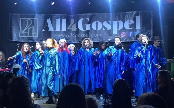 El coro All4Gospel, durante su actuación en el encendido de las luces de Navidad en Rivas 2019