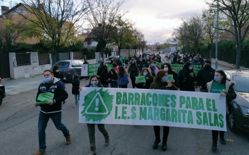 «No queremos barracones para masificar»: un 'paseo' para pedir el nuevo IES Margarita Salas de Rivas