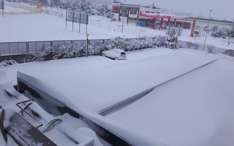 La azotea del Hotel AB Rivas, cubierta por la nieve