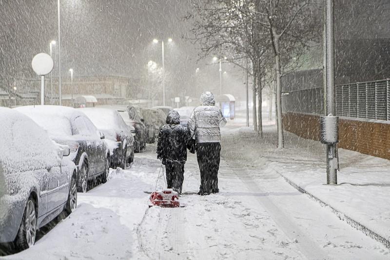 Madrid suspende la educación presencial lunes y martes por las nevadas y pide a los centros que la «procuren» de forma telemática