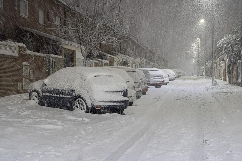Rivas, 'sepultada' por la nieve: el Ayuntamiento recomienda a la ciudadanía que no salga de casa