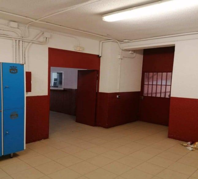 Vestíbulo de los vestuarios del campo de fútbol de la Ciudad Deportiva Cerro del Telégrafo