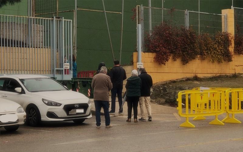 Varias personas acuden a realizarse las pruebas de antígenos de Covid.19 en Rivas Vaciamadrid
