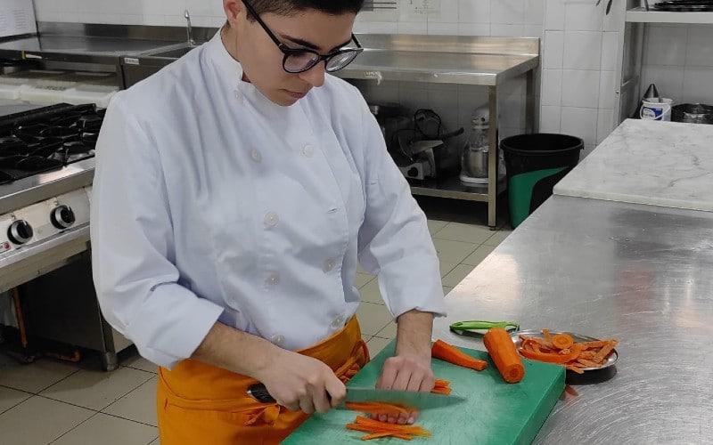 Cristina Golbano en la cocina del CEM Hipatia