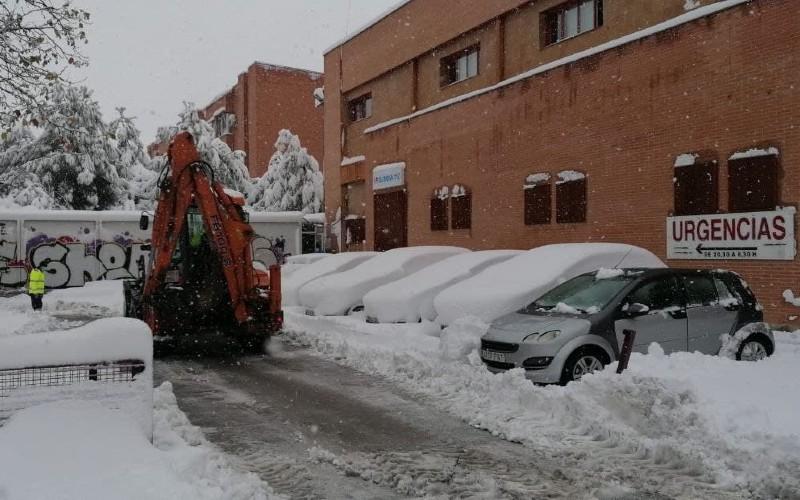 Personal de Mantenimiento durante la nevada