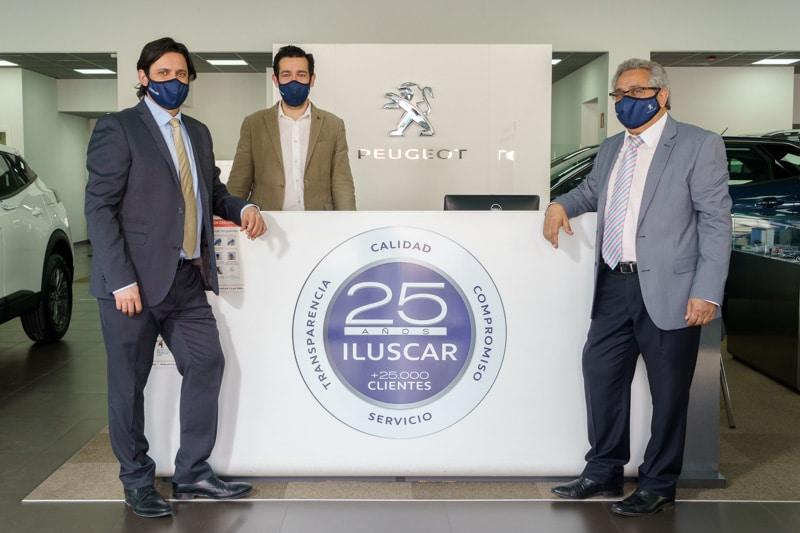 David González, Daniel González y José González, en las instalaciones de Iluscar de Rivas Vaciamadrid (©Fernando Galán)
