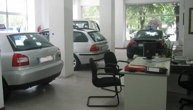 Interior de la tienda de Iluscar en la avenida de la Ilustración, en 1996