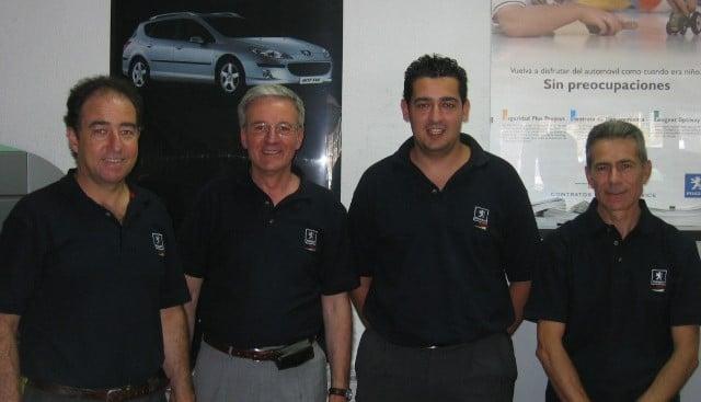 Equipo de ventas de Peugeot en Iluscar, en 2005