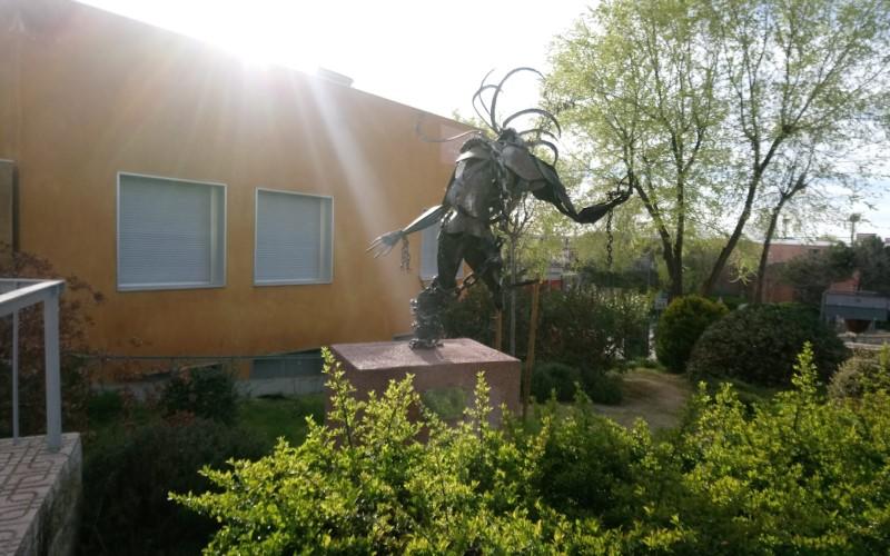 La estatua de la Libertad, en su nueva ubicación frente al Centro de Mayores Felipe II