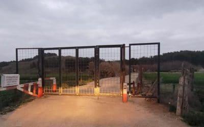 Sorpresa y desconcierto tras la instalación de una valla que corta el camino de Casa Eulogio hacia La Marañosa