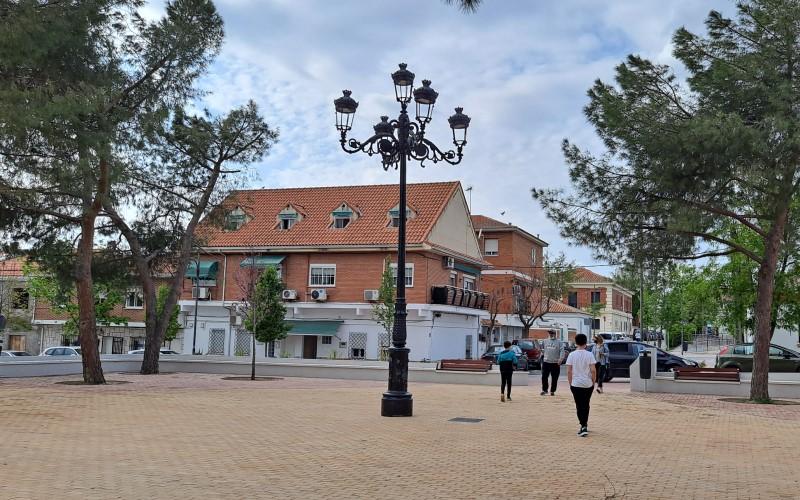 Farola fernandina en el pueblo de Rivas Vaciamadrid, en la plaza de la Libertad