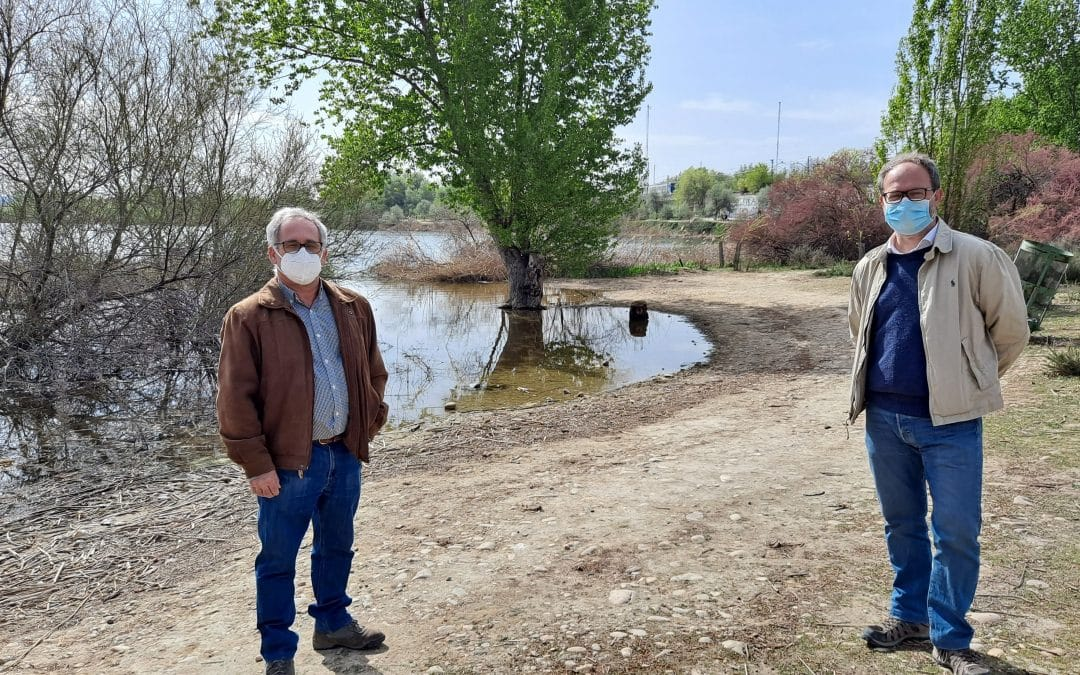 Carlos Abad y Pedro López Nieva, conservadores: «La presión urbanística sobre el Parque Regional del Sureste es tremenda»