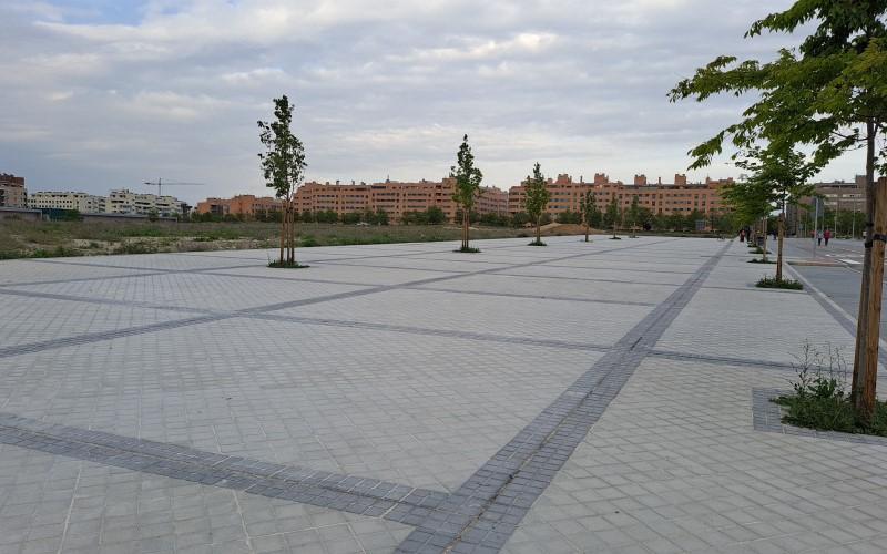 Explanada de la calle Lolo Rico, uno de los lugares propuestos para el Proyecto Rayuela de Rivas Vaciamadrid