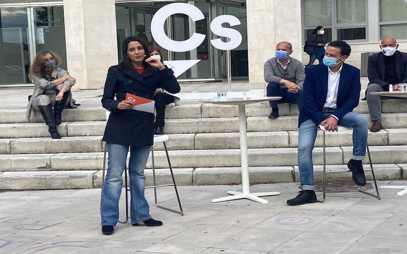 Inés Arrimadas y Edmundo Bal, en el acto de campaña de Ciudadanos de Rivas Vaciamadrid