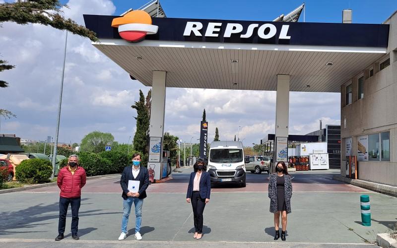 Firma del convenio entre ATENOIL y ASEARCO en la gasolinera Repsol de Rivas Vaciamadrid