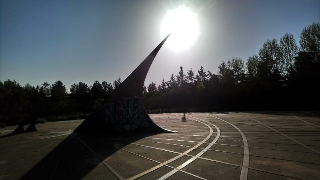 Reloj de sol del parque de Asturias de Rivas Vaciamadrid